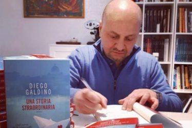 Diego Galdino firma copie